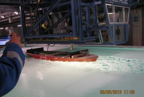 Suvel tehti basseinikatsetusi Vormsi tulevase parvlaeva maketiga. Foto: veeteede amet