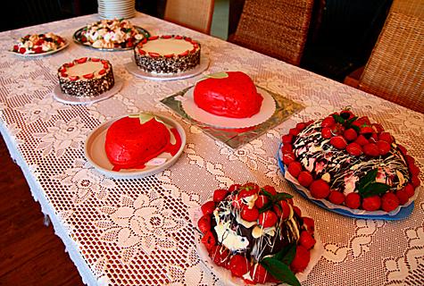 Parima maasikatordi võistlusel osales tänavu vaid neli torti, korraldaja sõnul oli võistlus äärmiselt tasavägine. Foto: Arvo Tarmula