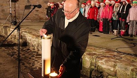 Advendiküünla süütamine Haapsalu piiskopilinnuses 2013