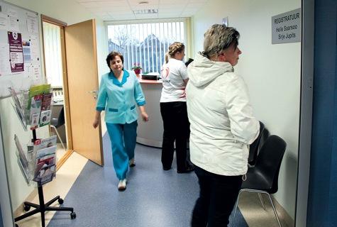 Haapsalu esimeses perearstikeskuses haigla soklikorrusel töötab praegu kolm perearsti, haigla on valmis leidma ruumi ka suurema keskuse tarvis, kui ümberehituseks euroraha antakse. Foto: Arvo Tarmula