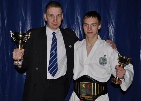 Aleksander Joonasing (paremal) koos oma treeneri Andrei Jestiniga. Foto: erakogu