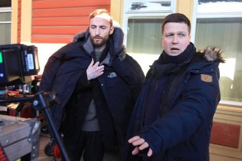 Filmis Endel Nelise osa mängiv Märt Avandi (vasakult) ja režissöör Klaus Härö. Foto: Arvo Tarmula