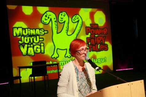Kätlin Kaldma muinasjutukonverentsil esinemas. Foto Arvo Tarmula
