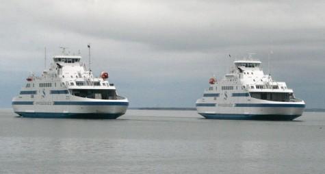 Parvlaevad Muhumaa ja Hiiumaa Rohuküla sadama lähistel. Foto: Urmas Lauri