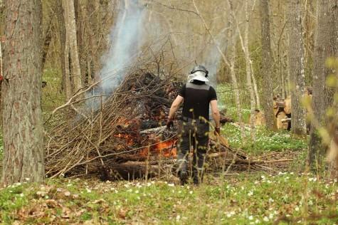 Lõkke tegemisel ei tohi unustada lõkketegemise reegleid. Foto: Urmas Lauri