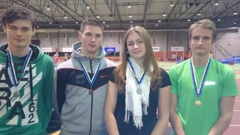 Haapsalu Kergejõustikuklubi medalistid vasakult Kevin Sakson, Erki Mitman, Madli Rahuvarm ja Kristo Simulask