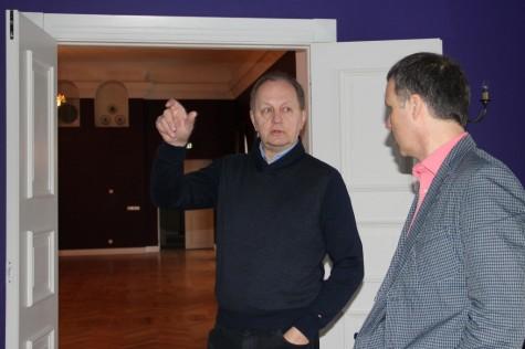 (vasakult) Koluvere lossi omanik Aivar Reivik ja Läänemaa Arenduskeskuse juhataja Andres Huul