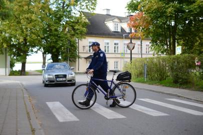 jalgratas politsei liiklus ülekäigurada