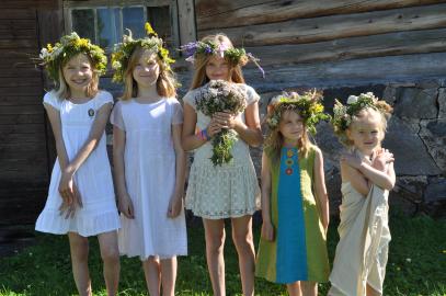 lilleehtes tüdrukud