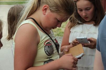 Koolilapsed Leediküla lehmalaudas 170