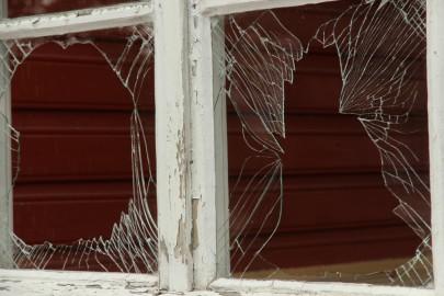 Raudteejaama katkised aknad 005