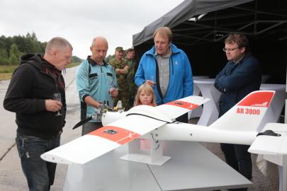Hanko droon maandus Kiltsi lennuväljal Arvo Tarmula01