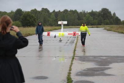 Hanko droon maandus Kiltsi lennuväljal Arvo Tarmula17