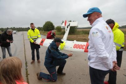 Hanko droon maandus Kiltsi lennuväljal Arvo Tarmula24