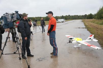 Hanko droon maandus Kiltsi lennuväljal Arvo Tarmula45