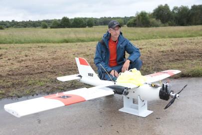 Hanko droon maandus Kiltsi lennuväljal Arvo Tarmula49
