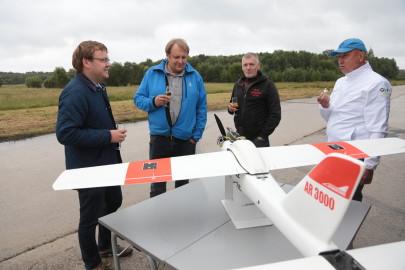 Hanko droon maandus Kiltsi lennuväljal Arvo Tarmula57