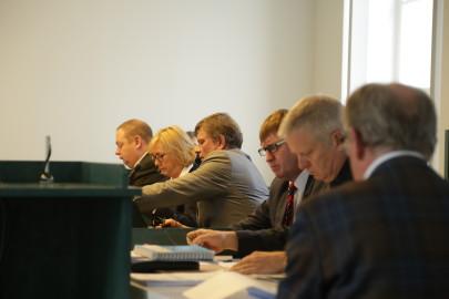 advokaadide armee Peep Rajavere (vasakult), Kersti Kägi, Margo Normann, Jüri Leppik, Aadu Luberg ja Vahur Krinal (seljaga).