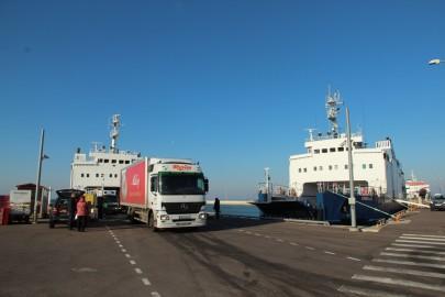 Madal meri Rohuküla sadamas 087