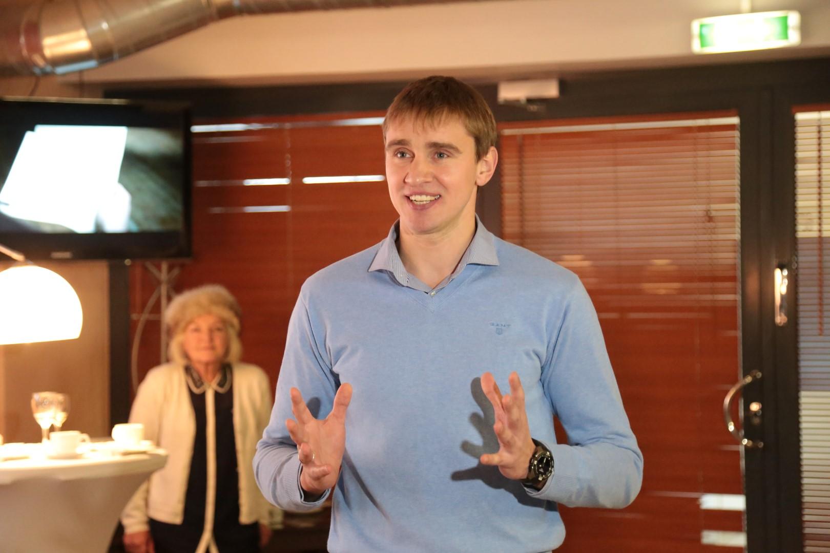 Novsjolov loobus vehklemiskoondise peatreeneri kohtast, tema asemel astub Peeter Nelis