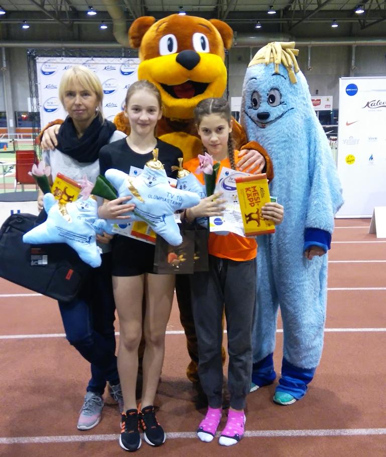 Kaja Ladva koos oma õpilaste Emma-Katharina Heina ja Kleer Jaaniga