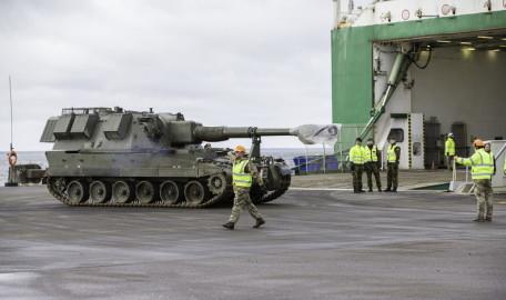 Brittide lahingutehnika saabumine Eestisse.22.01 (12)