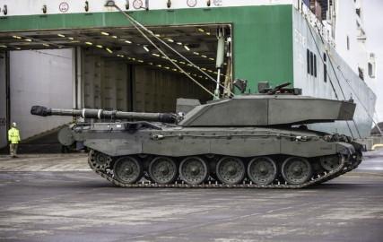 Brittide lahingutehnika saabumine Eestisse.22.01 (13)