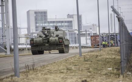 Brittide lahingutehnika saabumine Eestisse.22.01 (15)