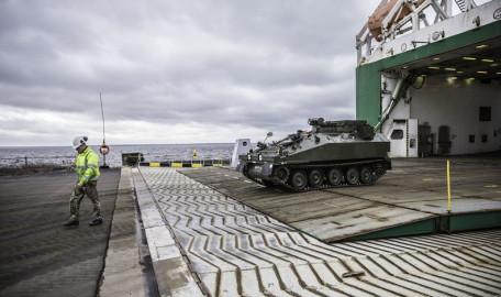 Brittide lahingutehnika saabumine Eestisse.22.01 (21)
