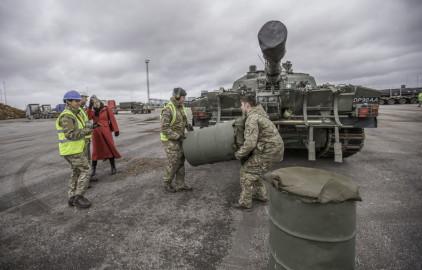 Brittide lahingutehnika saabumine Eestisse.22.01 (22)