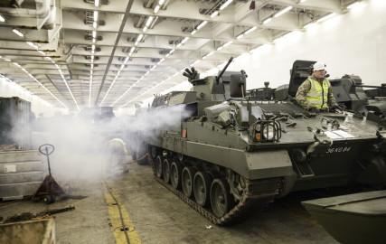 Brittide lahingutehnika saabumine Eestisse.22.01 (3)