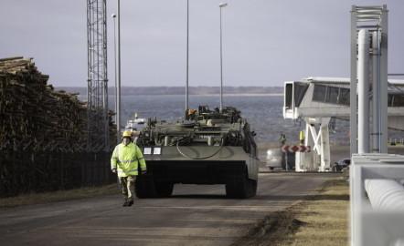 Brittide lahingutehnika saabumine Eestisse.22.01 (8)