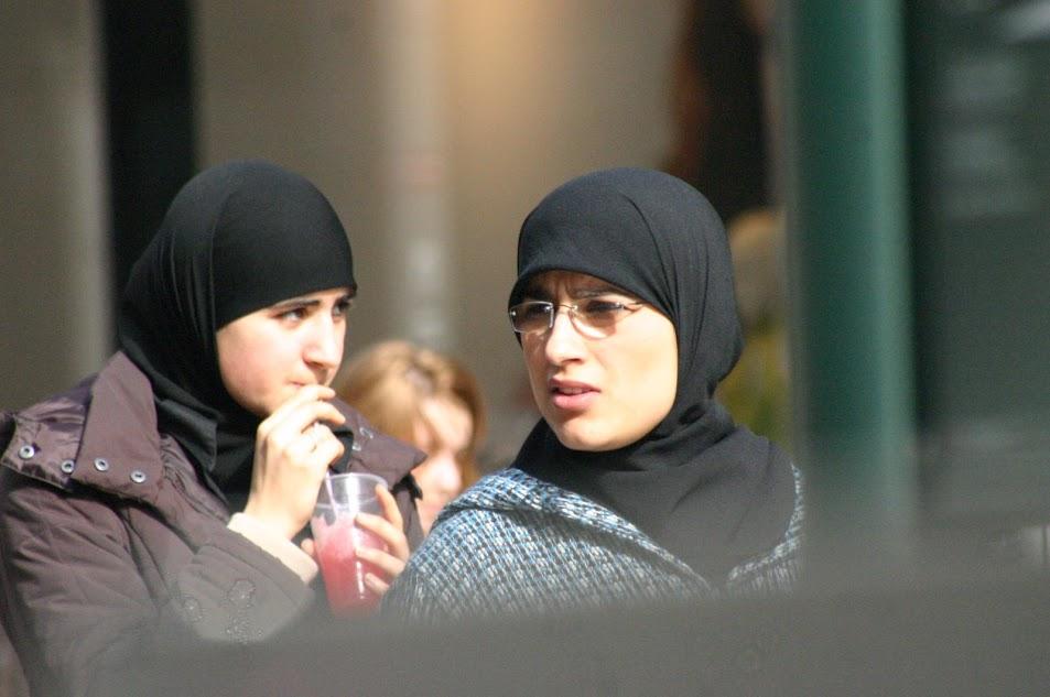 Islami naised pearätiga (urmas lauri)