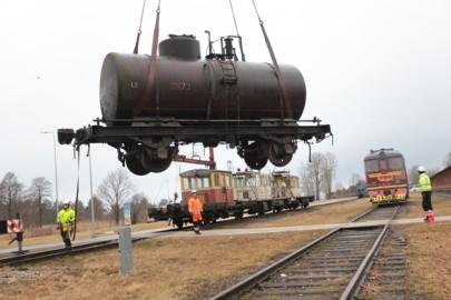 Raudteemuuseumi veeremi toomine Haapsallu. Tarmula40