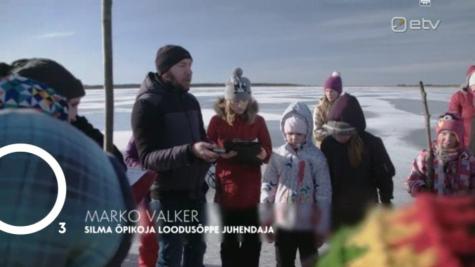 Lapsed Saunja lahe jääl