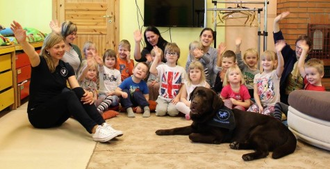 Teraapiakoer Risti lasteaias (Eesti Abi- ja Teraapiakoerte Ühing) (1)