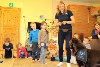 Teraapiakoer Risti lasteaias (Eesti Abi- ja Teraapiakoerte Ühing) (4)