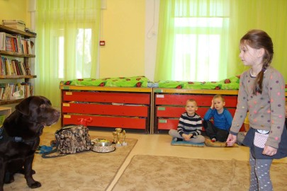 Teraapiakoer Risti lasteaias (Eesti Abi- ja Teraapiakoerte Ühing) (6)