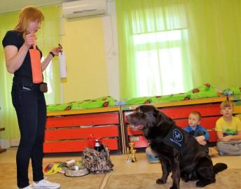 Teraapiakoer Risti lasteaias (Eesti Abi- ja Teraapiakoerte Ühing) (8)