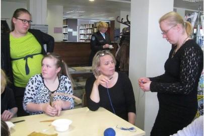 Egge Eddussaar-Haraku näituse avamine Lihula raamatukogus (heiki magnus) (22)