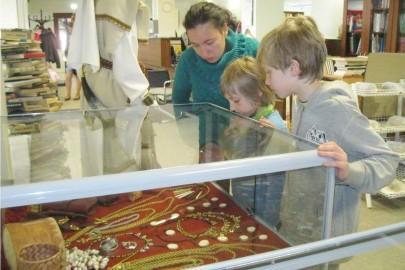 Egge Eddussaar-Haraku näituse avamine Lihula raamatukogus (heiki magnus) (8)