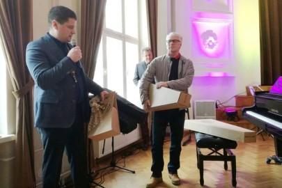 Rotary klubi pilliannetus muusikakoolile