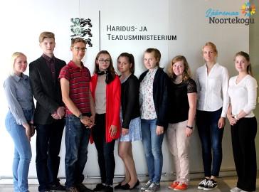 Läänemaa ja Tartumaa noored Haridus- ja teadusministeeriumis Foto: erakogu