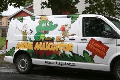 Arne Alligaator Iloni imedemaal (arvo tarmula) (2)