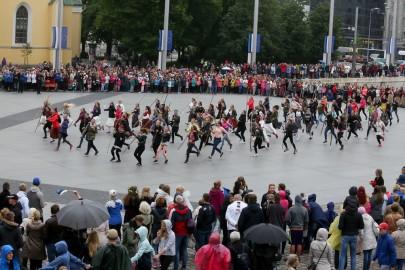 Tantsupidu Vabaduse väljakul Foto Peeter Langovits23