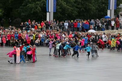 Tantsupidu Vabaduse väljakul Foto Peeter Langovits32
