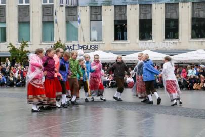 Tantsupidu Vabaduse väljakul Foto Peeter Langovits68
