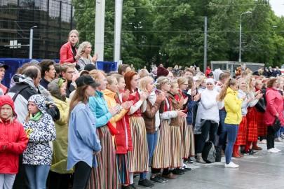 Tantsupidu Vabaduse väljakul Foto Peeter Langovits71