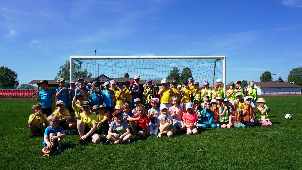 ee2abc8bb77 Lasteaedade jalgpallipäevast võttis osa ligi sada last - Lääne Elu