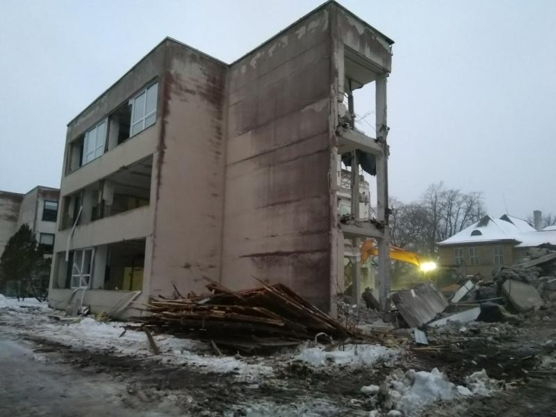 Algas Taebla kooli lammutamine